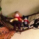 秋のリース作り◆木の実に人形をプラスして